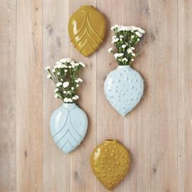 Large leafy shapes have been formed to make our Petals Wall Vase. Display your favorite buds with ease on any wall in your home in these water tight vases detailed with beautiful linear texture.