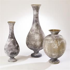 Beautifully designed Grand Baluster shaped vase and made of centuries old scavo glass technique in grey frosted.