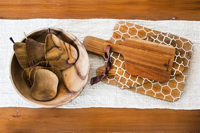 Ceramic Inlay Moroccan Cutting Board with Apple and Pear Bowls