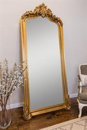 French traditional wood frame,crown molding detail, available in two finishes: Ant.Gold,White