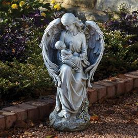 Joseph's Studio Garden statues are available in a wide range of sizes, styles and finishes. Their attention to detail and impeccable finishes make their garden pieces perfect or ourdoor or indoor use.