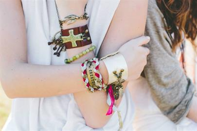 A beautiful collection of leather bracelets with interchangeable sentiments. Finally, a statement piece that is as versatile as you are.