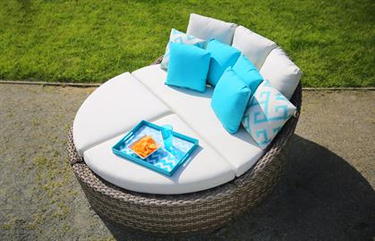 Curl up with the pillows and snooze yourself into this comfortable sectional daybed, Orlando can keep you relax with joy and peace of mind.  Expertly hand woven UV-resistant resin over power-coated aluminum frames, this Orlando daybed comes in the configuration of love seat and ottomans.  It can quickly transform from a love seat to a circular daybed with 2 ottomans or vice versa.  The versatility of ottoman can either function as a footrest or a cocktail table.  Interlocking clip is enclosed to secure th